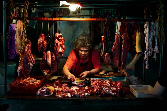 fotografía urbana callejera en Taipei, mujer carnicera