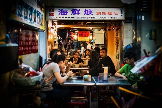 Autorretrato en una calle de taipéi, fotografía urbana