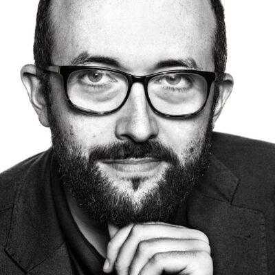 fotografía de retrato en blanco y negro Alejandro Díaz Castaño director del Ficx de Gijón